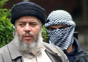 Радикального имама Абу Хамзы экстрадировали из Великобритании в США