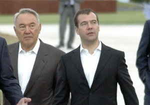 Медведев поздравил Назарбаева с юбилеем на казахском языке