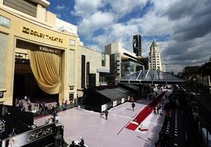 В Лос-Анджелесе завершили укладку красного ковра для церемонии Оскар