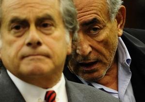 New York Post: Друзья Стросс-Кана пытались подкупить горничную, обвинившую экс-главу МВФ в изнасиловании