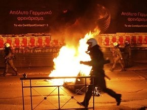 В Афинах неизвестные подожгли ряд офисов правящей и оппозиционных партий Греции