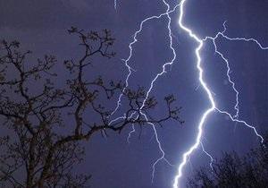 Во Франции из-за удара молнии упал самолет