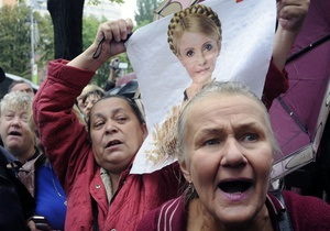 Сторонники Тимошенко облили водой милиционеров