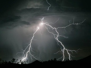 Ураган в Украине обесточил 760 населенных пунктов
