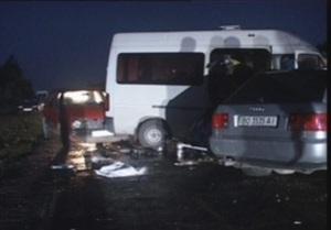 Во Львовской области в ДТП попал микроавтобус с заробитчанами, один погиб