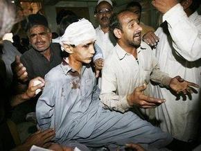 На пакистанском рынке взорвался автомобиль, начиненный взрывчаткой
