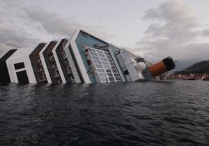Из лайнера Costa Concordia начали откачивать топливо