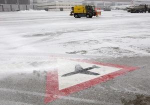 В аэропортах Парижа и Лондона отменили сотни рейсов из-за непогоды