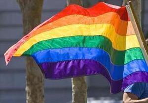 Гей-активисты прервали шествие коммунистов в Москве