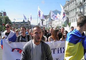 Партия Русский блок провела шествие по центру Киева под российскими и украинскими флагами