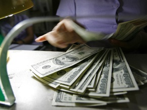 Торги на межбанке проходят в диапазоне 7,61-7,65 гривны за доллар