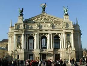 Иностранцам запрещено проводить экскурсии во Львове