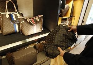 В Европе сумку Louis Vuitton теперь можно купить только с паспортом