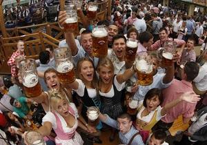 Фотогалерея: Лейся, пенься! Мюнхен принимает юбилейный Октоберфест