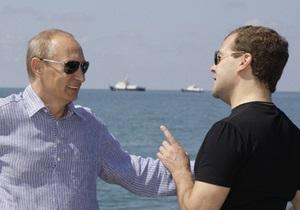 СМИ: Лужков ответит за попытку поссорить Медведева и Путина