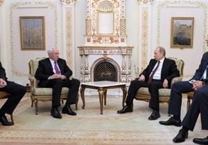Путин пошутил, что Азаров по вечерам пьет его кровь