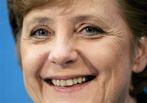Меркель поздравила Азарова