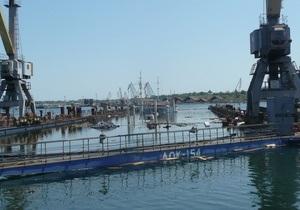В Ильичевске затонул ремонтный док с судном
