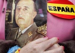 Власти Испании оставили вопрос перезахоронения Франко своим преемникам