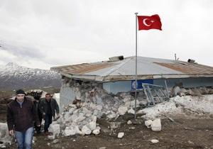 Жертвами землетрясения в Турции стали четыре человека