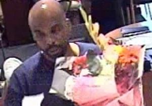 Мужчина ограбил нью-йоркский банк, вооружившись букетом цветов и запиской