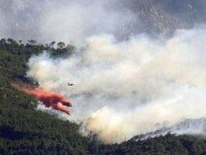 70 туристов эвакуированы с греческого пляжа из-за лесного пожара