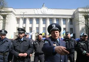 Свыше тысячи сторонников Яценюка  пикетируют Раду