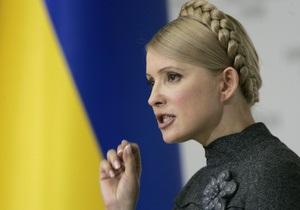 Тимошенко передала 42 машины участковым районным больницам Киевской области