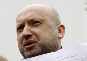 Турчинов заявил, что против оппозиционных депутатов фабрикуют уголовные дела