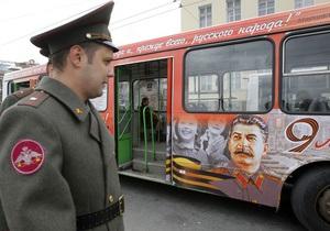 В Петербурге закрасили автобус с изображением Сталина