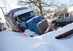 В США снегопады привели к транспортному коллапсу