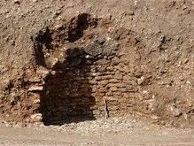 В Греции раскопали древнюю гробницу