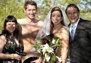 В Австрии двое влюбленных поженились голышом