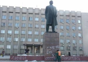 В Измаиле на памятнике Ленину появилась надпись Смерть Донецким оккупантам