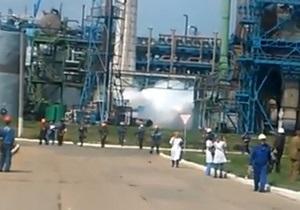 новости Донецкой области - Стирол - Горловка - Азаров - Никакой опасности: Азаров прокомментировал ситуацию после аварии на заводе Стирол