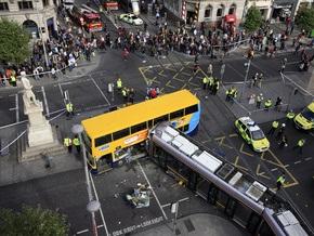 В Дублине столкнулись двухэтажный автобус и трамвай: 21 человек ранен