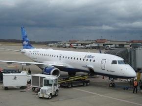 В аэропорту Багамских островов при посадке загорелся самолет компании JetBlue