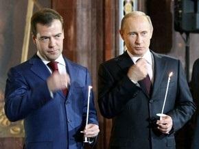 Опрос: Россияне все меньше доверяют Медведеву и Путину