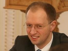 Яценюк и Васадзе подарили Таврию девочке-инвалиду