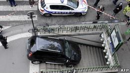 Запутавшийся водитель  припарковался  в парижском метро