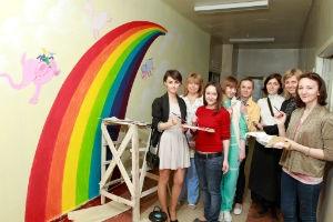 Компания «ЗИП» приступила к  красочной росписи на стенах роддома