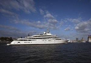 Яхте Абрамовича не нашлось места в порту Антиб на юге Франции