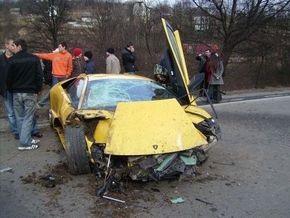 СМИ: Под Ужгородом сын главы КС разбил свой Lamborghini