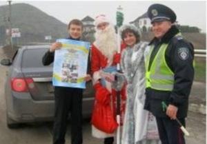 На донецких дорогах провели акцию Дед Мороз в погонах