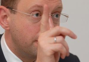 Яценюк предложил Раде запретить аннулирование лицензий на вещание телеканалов