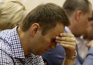 Навальный во время оглашения приговора шутит и активно пишет в Twitter