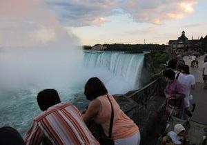 Мужчина прыгнул в Ниагарский водопад и остался жив