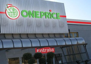 Итальянцам предложили выиграть в лотерею работу в супермаркете