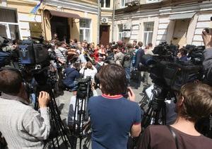 Бойцы Беркута в Печерском суде применили силу к журналистам и нардепам