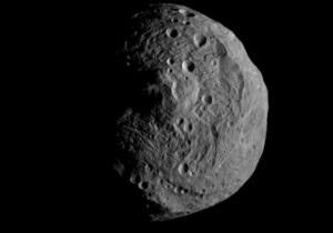 Зонд NASA сделал первые снимки астероида Веста